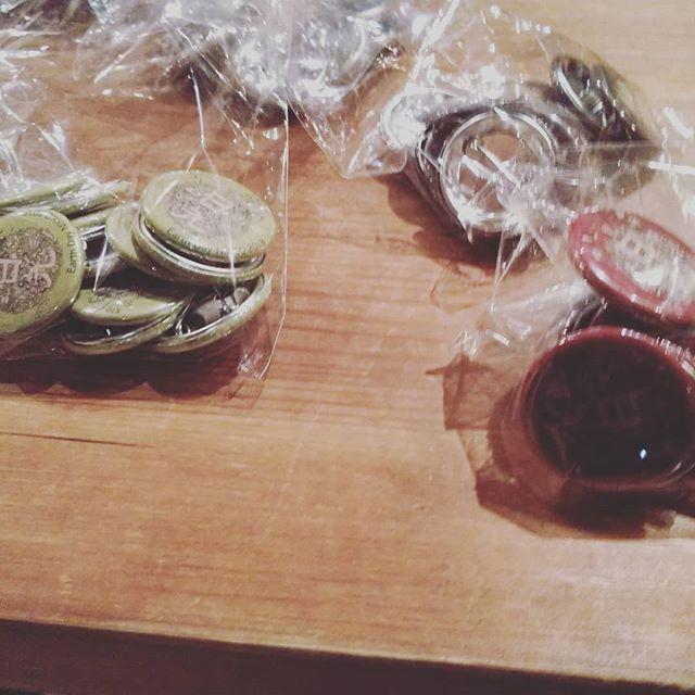 アースデイ日光の缶バッチ何色にしようか迷います。#アースデイ日光#だいや川公園#黄色もあったよお月様 みたい。 - from Instagram